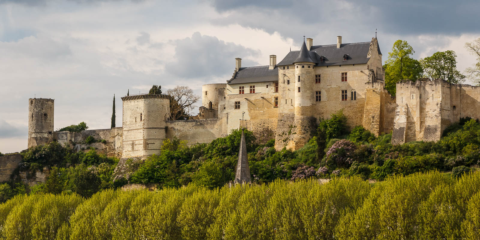 a historical and geographical overview of the chateau de chinon Châteaux, gardens & abbeys logis auberge le colombier is just 100 metres from the famous chateau begin today's walk through the vast foret de chinon.